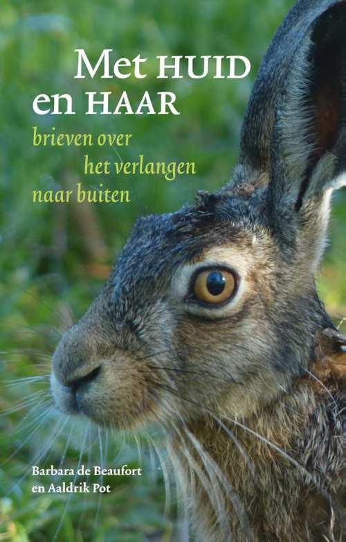 Met huid en haar 9789493170001 Barbara de Beaufort Kleine Uil   Natuurgidsen Reisinformatie algemeen