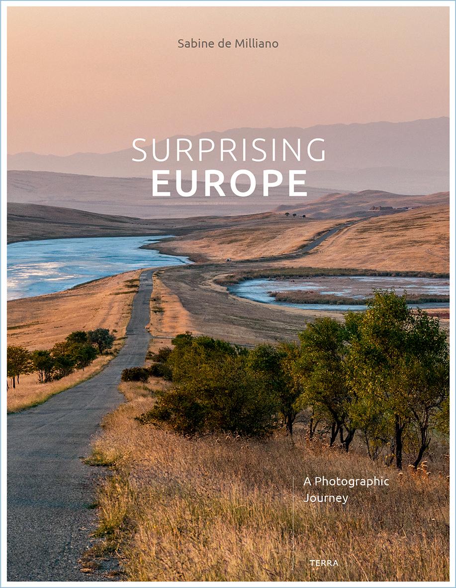 Surprising Europe | Sabine de Milliano 9789089898227 Sabine de Milliano Terra   Cadeau-artikelen, Fotoboeken Europa