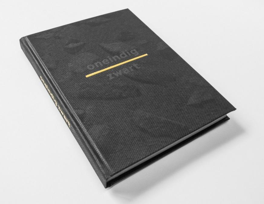 Oneindig Zwart | Roelant Meijer 9789081722124  Tegenwind   Fotoboeken, Reisverhalen IJsland