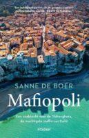 Mafiopoli | Sanne de Boer 9789046823088 Sanne de Boer Nieuw Amsterdam   Reisverhalen Napels, Amalfi, Campanië