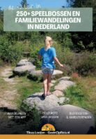 Speelbossen en familiewandelingen in Nederland 9789090345970 Tikva Looijen Pumbo   Reizen met kinderen, Wandelgidsen Nederland