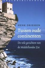 Tussen de oude continenten 9789028421998 Henk Driessen Wereldbibliotheek   Landeninformatie Zuid-Europa / Middellandse Zee
