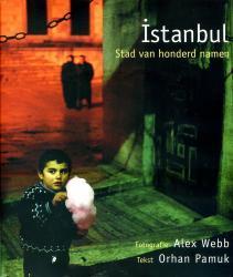 Istanbul : stad van honderd namen 9789053305416 fotogr. Alex Webb ; tekst Orhan Pamuk Mets & Schilt   Fotoboeken Europees Turkije met Istanbul