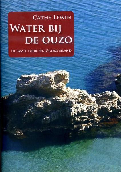 Water bij de Ouzo 9789077557532 Cathy Lewin Totemboek   Reisverhalen Egeïsche Eilanden