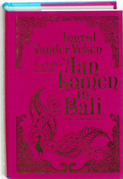 Aankomen in Bali 9789085422617 Ingrid Van der Veken Bezige Bij   Reisverhalen Indonesië